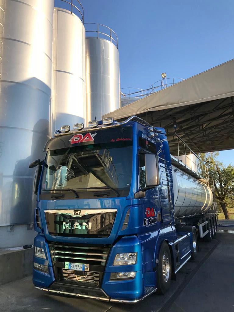 Trasporto latte in cisterna